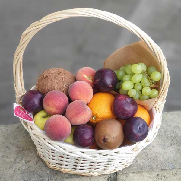 Корзинка с фруктами средняя