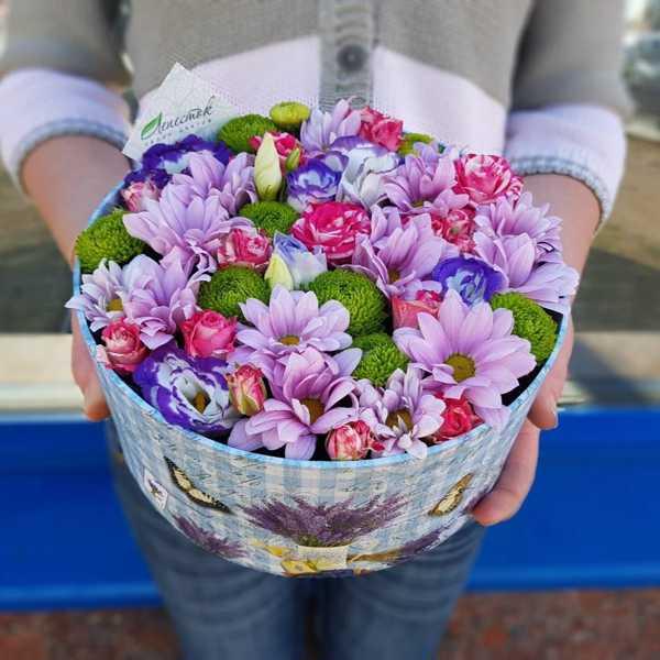 Яркая коробочка с цветами