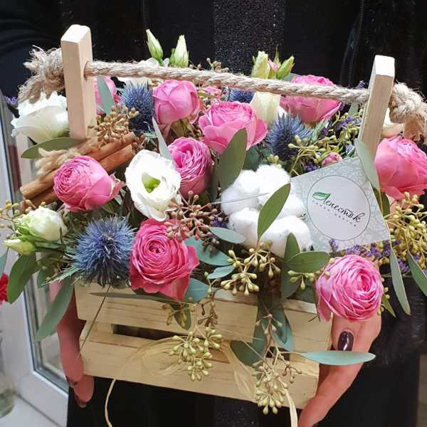 Деревянная коробчка с пионовидной розой