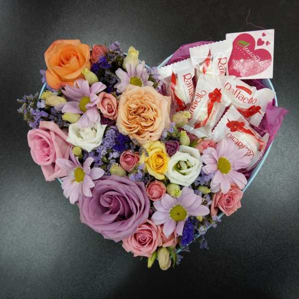 Коробка сердце с цветами.