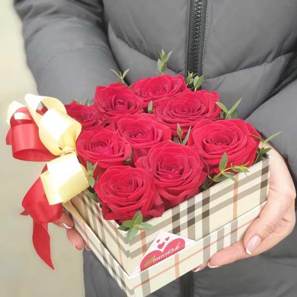 Коробочка из 9 роз