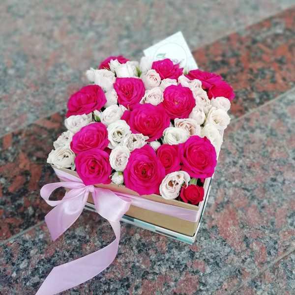 Коробочка из кустовых роз Квинси и Лидия