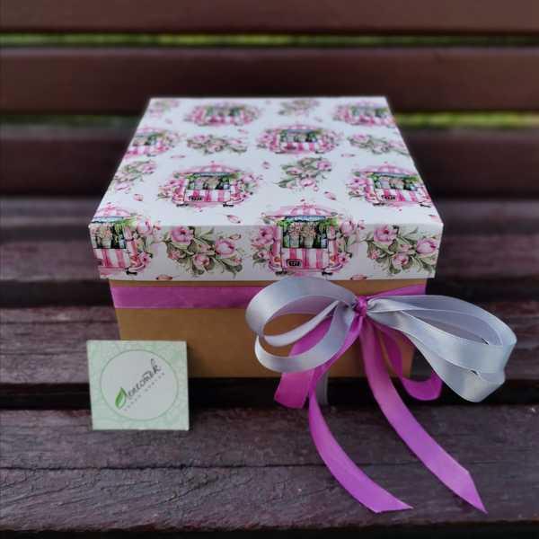 Коробочка из радужных хризантем