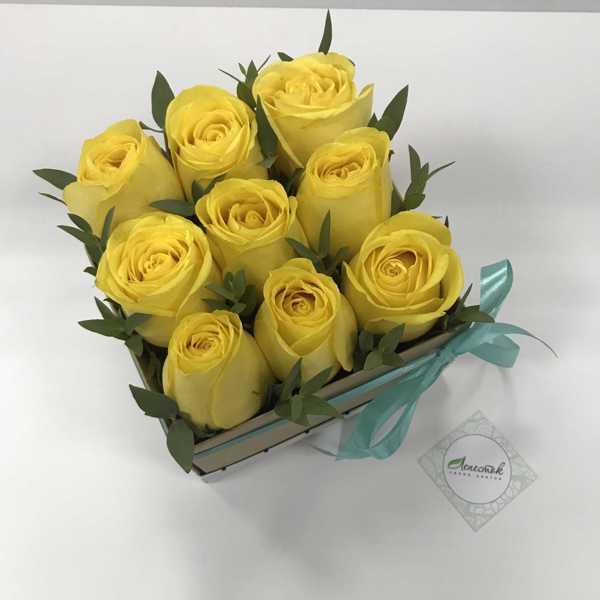 Коробочка из жёлтых роз