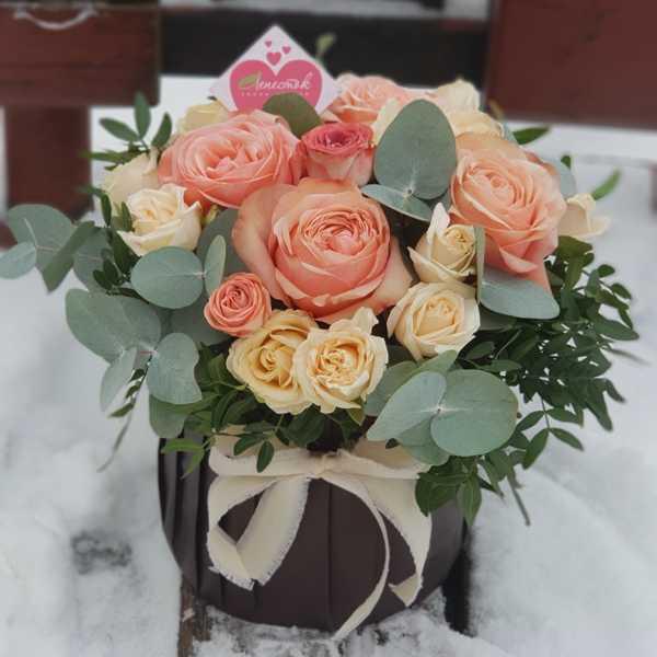 Цилиндр из одноголовой и кустовой розы