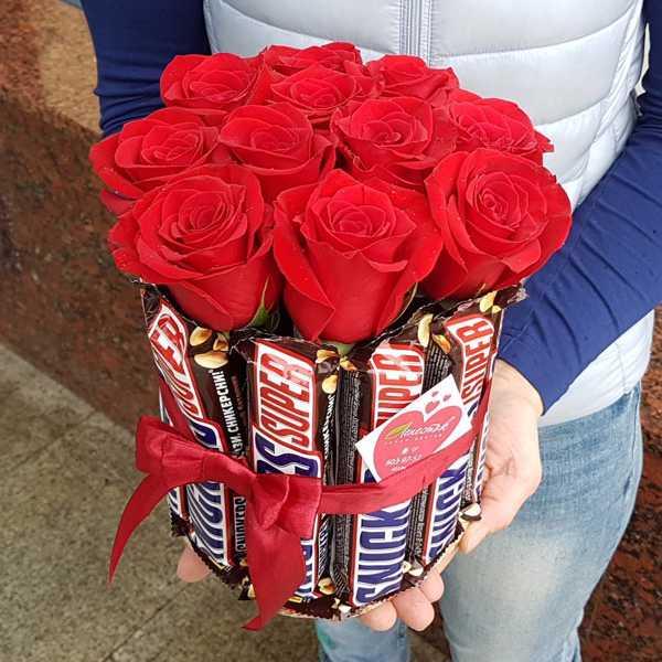 Необычный, сладкий букетик из 11 роз