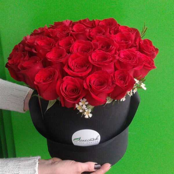 31 роза в цилиндре