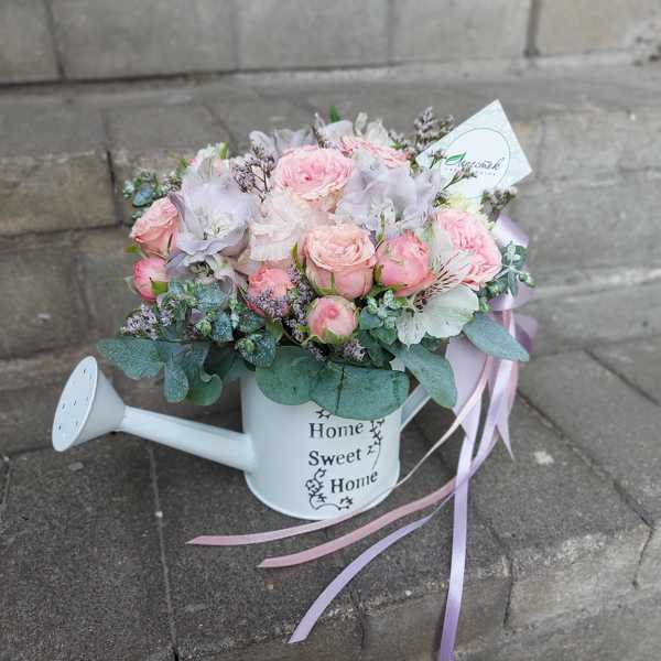 Декоративная леечка с цветами
