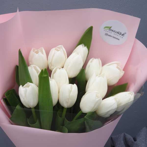Белоснежный букетик из 15 тюльпанов