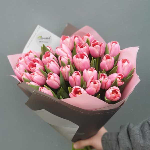 Лакомый, розовый букетик из 31 тюльпана