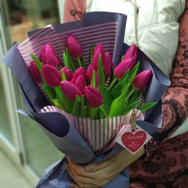 Букетик из 15 тюльпанов