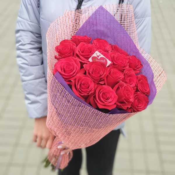 Букет из 17 роз с оформлением