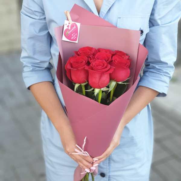 Букетик из 7 красных импортных роз