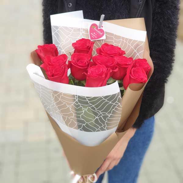 Охапка красных импортных роз (11 штук)