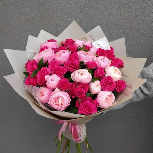 Букет из пионовидной розы Силва Пинк и кустовой розы Квинси