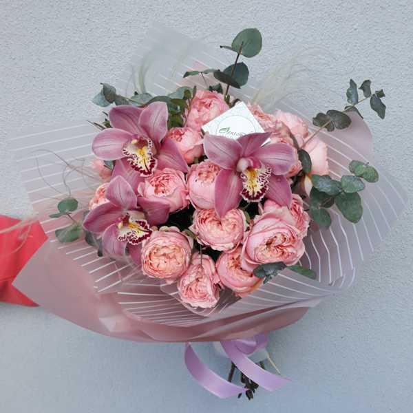Букет из пионовидной розы Джульеты и орхидей