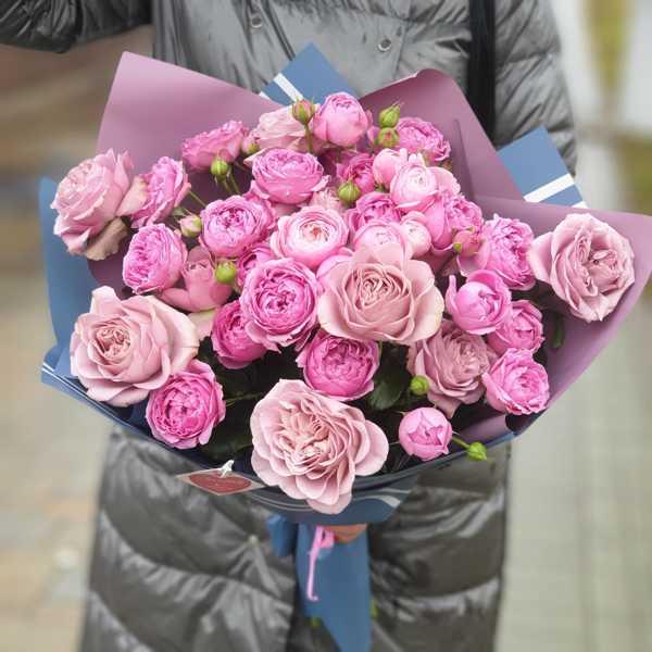 Охапка пионовидных роз MONTMARTRE, MISTY BUBBLES, SILVA PINK