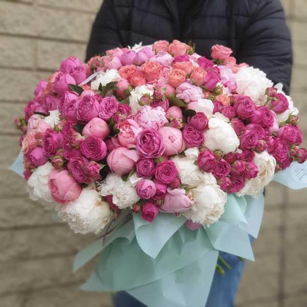 Букет из пионов и пионовидных роз ( 101 стебель)