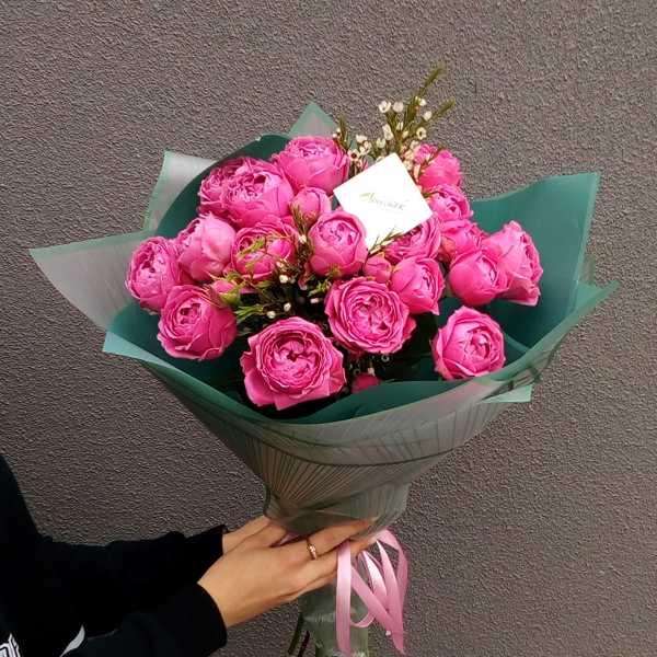 Букетик пионовидных роз Мисти Баблс