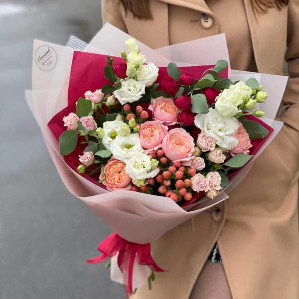 Букет из пионовидных роз Maroon и Juliet