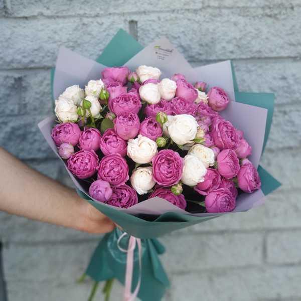 Букет из пионовидных роз Бомбастик и Мисти Баблс
