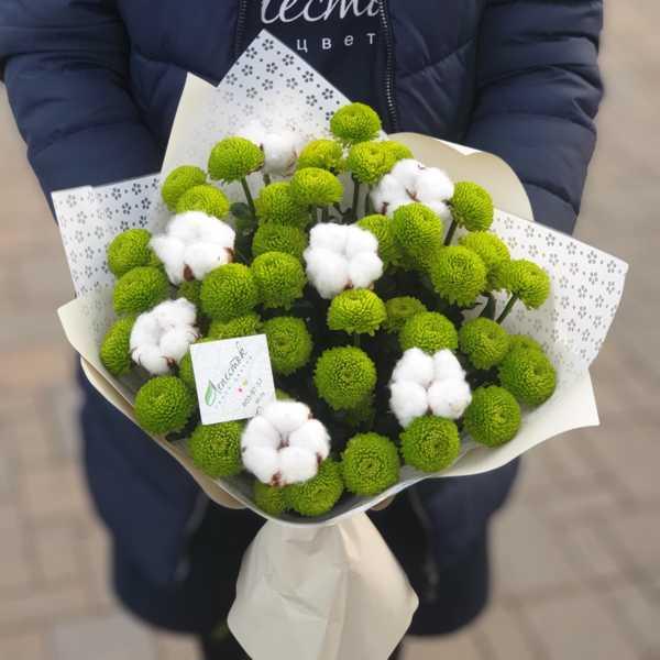 Букетик из хризантем Филин Грин и хлопка
