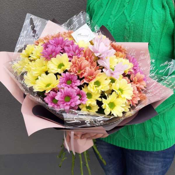 Охапка ярких хризантем для мамочки