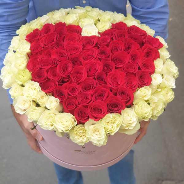 103 розы в форме сердца в огромном цилиндре