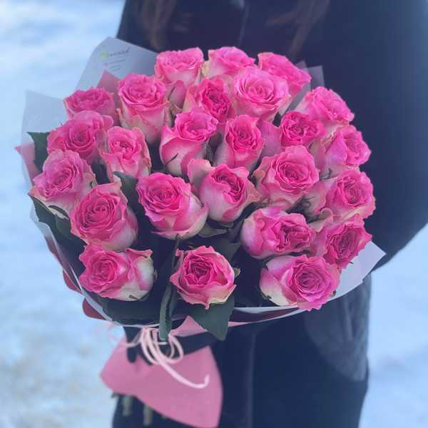 Букет из 25 роз сорта Малибу