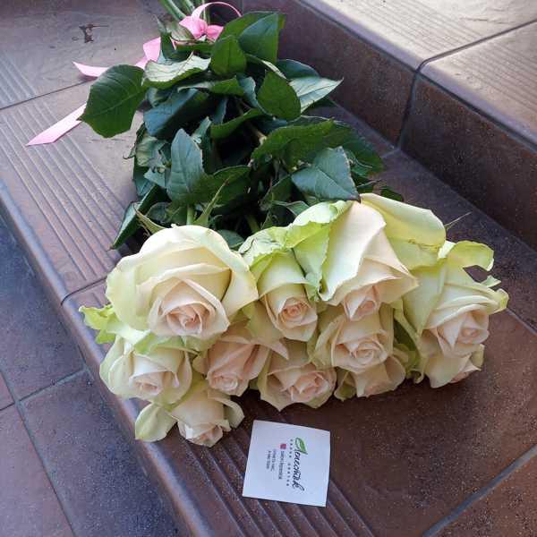 Букетик из 11 роз La Perla