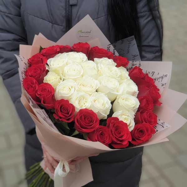 Букет из 35 роз, белые в центре