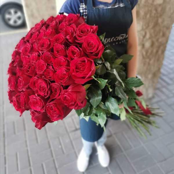 Букет из 51 метровой розы