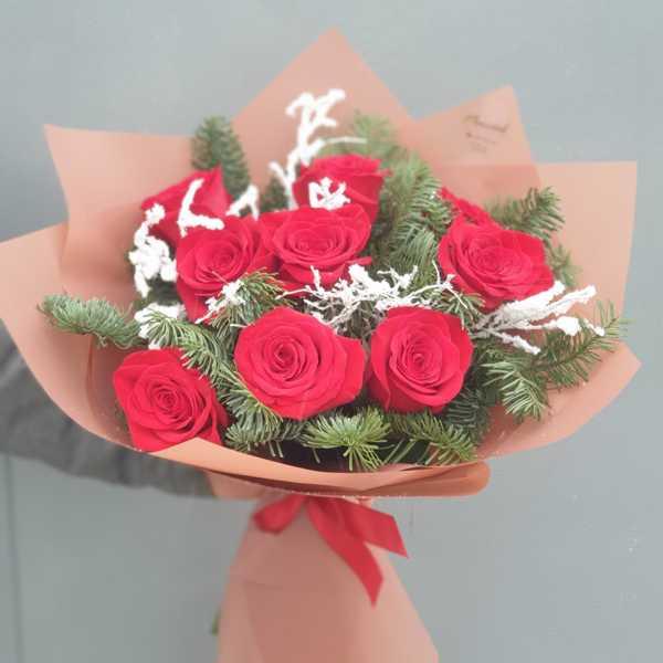 Зимний букет из роз, нобилиса