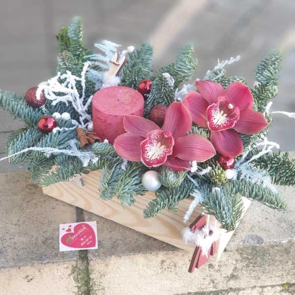 Новогодняя композиция с орхидеей и свечой
