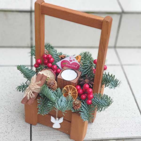 Зимний ящик с нобилисом и декором