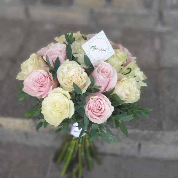 Свадебный букет из роз Мондиаль и Пинк Мондиаль