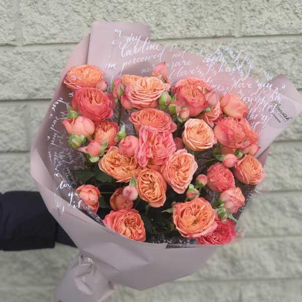 Яркий монобукет из розы Априкот Лейс