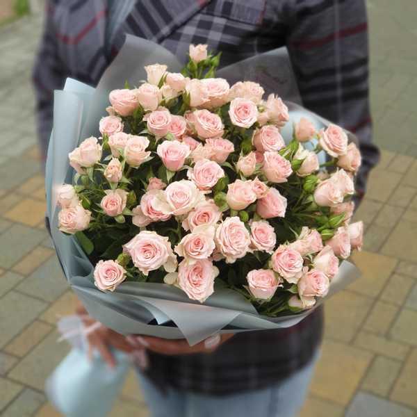 Охапка кустовых роз Лидия