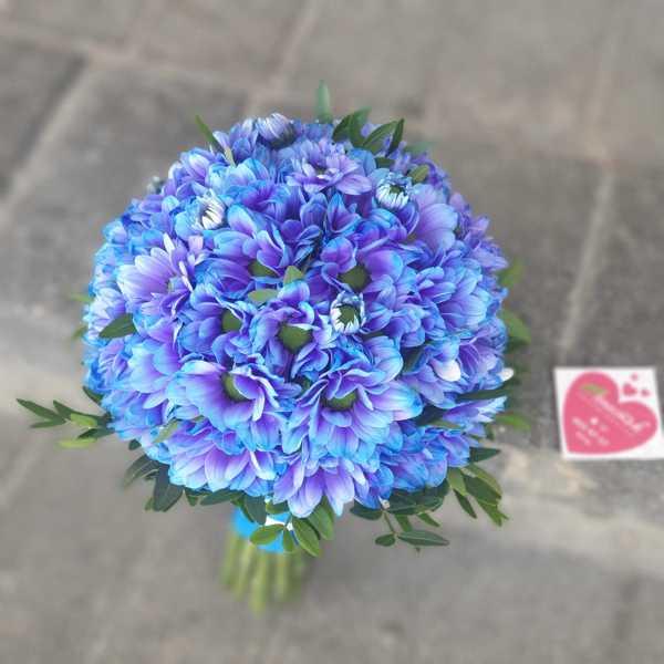 Свадебный букет невесты из синих хризантем