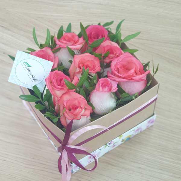 Коробочка из розовых розочек