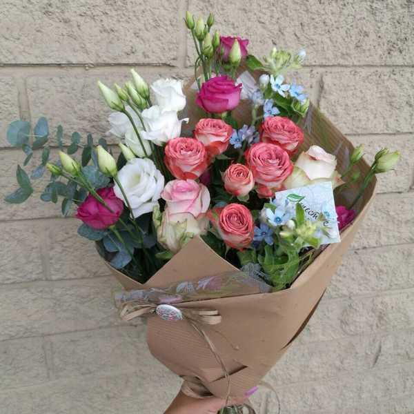 Букет из розы капучино, эустомы и твидии