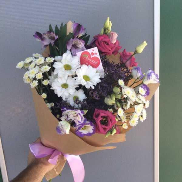 Букетик из хризантемы и эустомы