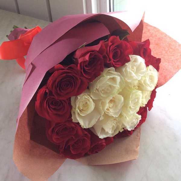 21 роза в крафт бумаге.