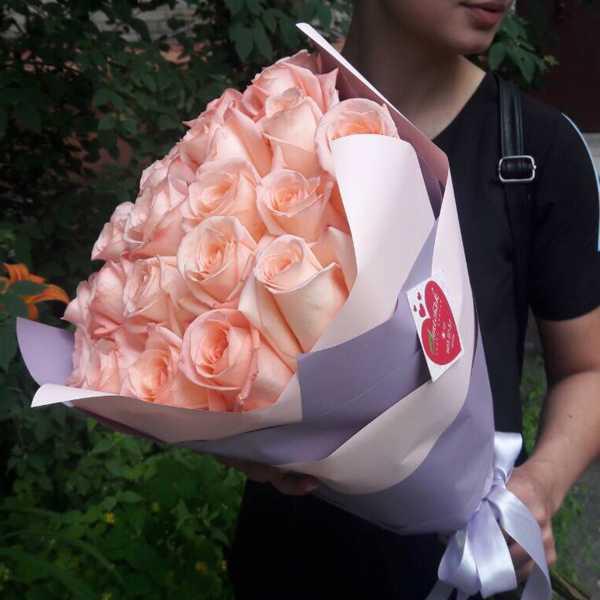 25 нежнейших роз