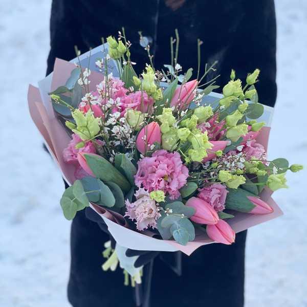 Букет из тюльпанов и махровый Эустомы Алиса Пинк