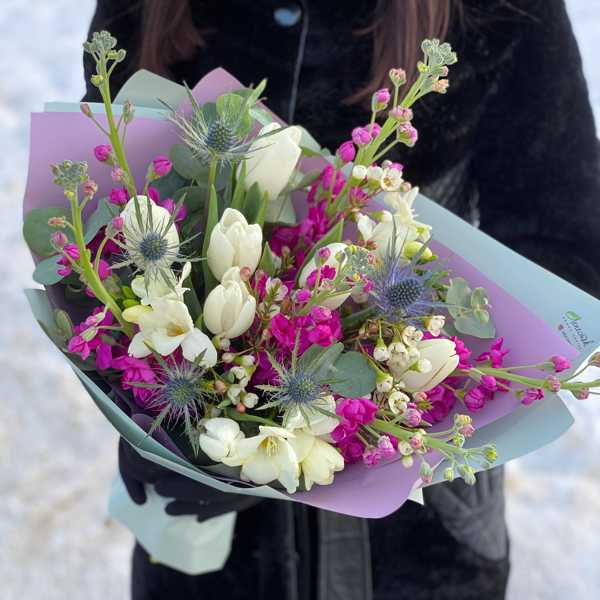 Букет из тюльпанов, маттиол и фрезий