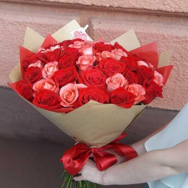 Букет из 55 роз на юбилей