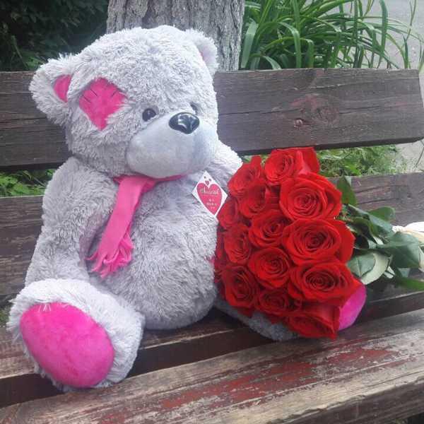 Комплект из 15 импортных красных роз и мишки