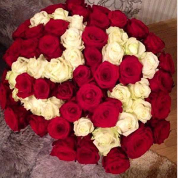 Букет из 61 розы с цифрой 23
