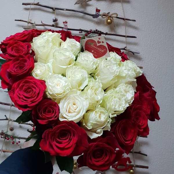 Букет из 37 роз в форме сердца